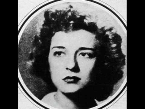 Sylvia Rexach headshot